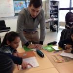 Raphaël Otchakowski en atelier avec la classe d'élèves non-francophones du collège Joséphine Baker de Saint Ouen