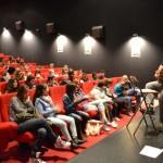 07.04.2015: Yannick, alias Helmut Tellier, chanteur de La Maison Tellier rencontre des collégiens de Zebrock au bahut au cinéma l'Apollo de Pontault-Combault