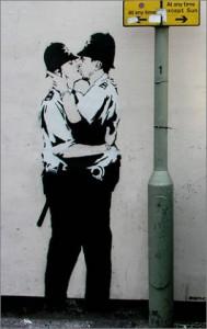 04_banksy_kissing_cops